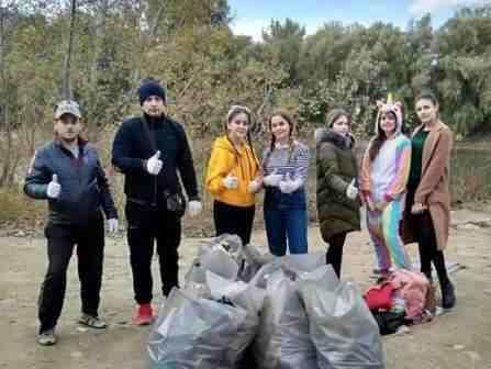 В Тирасполе в рамках Декады молодежи провели экологическую акцию «Чистый берег»